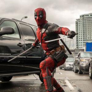 Deadpool: Koľko nábojov mal Deadpool k dispozícii počas úvodnej prestrelky na diaľnici?