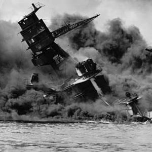 Japonsko a USA vstúpilo do vojny útokom na americkú základňu v Pearl Harbor