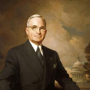 Nástupcom F. D. Roosevelta, ktorý zomrel ešte pred skončením vojny sa stal