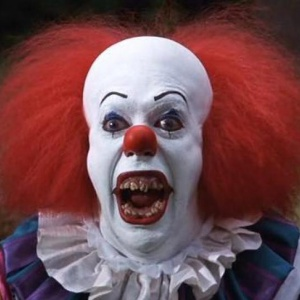 Jak se jmenoval vraždící klaun ve snímku To (1990) natočeném na náměty knihy od Stephena Kinga?