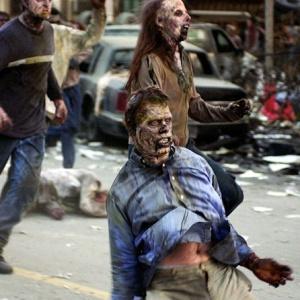 Ve kterém zombie hororu se přeživší ukrývali v obchodním středisku?