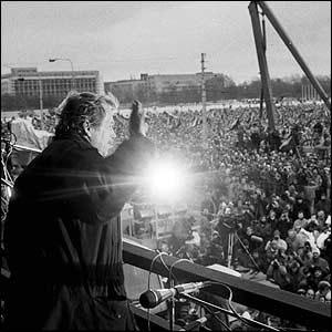 Ktoré dve hnutia zohrali významnú úlohu v časoch Nežnej revolúcie?