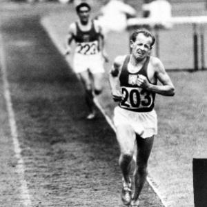 Jeden z najlepších olympionikov v ére Československa. Ako jediný v histórii získal na jednej olympiáde zlato v behu na 5 km, 10 km a na maratónskej trati: