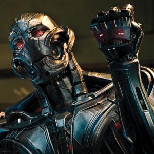 Z akého materiálu si Ultron vyrobil svoju finálnu verziu?