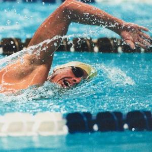 Pri ktorom z uvedených plaveckých štýlov nerobia plavci kotúľovú obrátku?