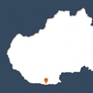 Šípka ukazuje na obec, v ktorej leží aj najjužnejší bod Slovenska. Ako sa volá?