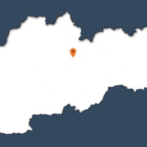 V Nízkych Tatrách leží populárne lyžiarske stredisko. Ako sa volá?