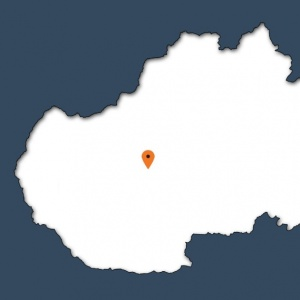 Obec v pohorí Tribeč známa zubrou zvernicou.