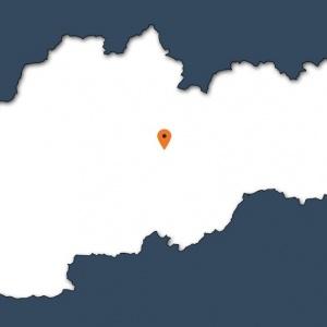 Neveľká dedina známa Čiernohronskou železnicou.