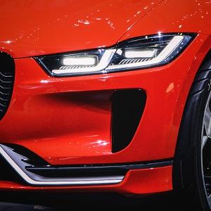 Ktorý nový Jaguar sa pýši týmito svetlami?
