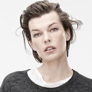 Je na fotografii ženská, nebo transgender modelka?