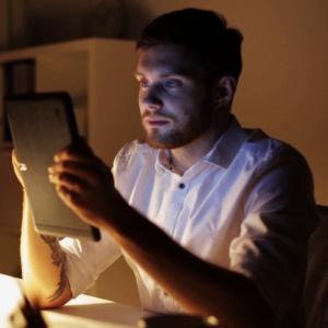Práca pri slabom osvetlení zhoršuje zrak
