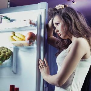 Z konzumácie jedla v nočných hodinách priberáme