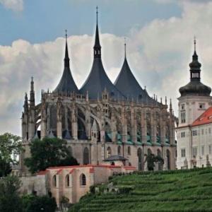 Ve kterém městě stojí tento impozantní římskokatolický filiální kostel?
