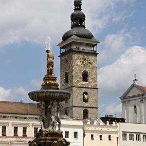 Ve kterém městě se nachází tato stavba známá jako Černá věž?