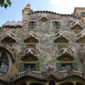 Kde by ste našli takúto netradičnú budovu?
