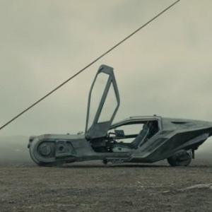 Kto sa preháňal vzduchom za volantom tohto lietajúceho vozidla?