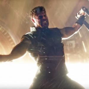 Ako sa volal trpaslík, ktorý pomohol Thorovi získať novú zbraň?