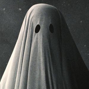 Ktorý známy herec sa ukrýval pod bielou plachtou v snímke A Ghost Story?