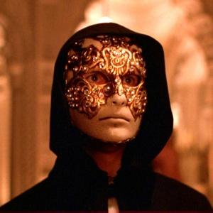 Koho tvár zakryl maskou režisér Stanley Kubrick vo filme Eyes Wide Shut?