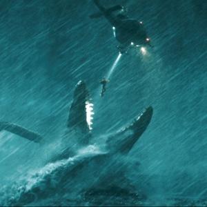 Po DNA vzorke ktorého dinosaura pátral tím žoldnierov pod vodou?