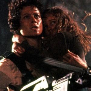 Jakou písničku si zpívá Ripleyová na konci Vetřelce předtím než xenomorfa usmrtí?