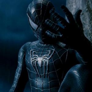 S3: Kedy si Peter uvedomil, že čierny oblek má nad ním príliš veľkú kontrolu?