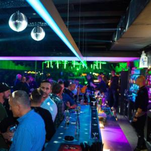 Klub na Suchom mýte s ikonickými zelenými lasermi v strede danceflooru sa volá?