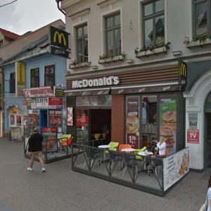 V piatky a soboty počas leta je McDonald's na Obchodnej otvorený až do?