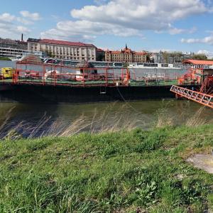 Ktorá z párty lodí sa nachádza na petržalskej strane Dunaja?