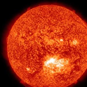 Heliocentrizmus je teória, podľa ktorej nie je stredom vesmíru Zem ale Slnko. Kto bol v16. storočí autorom tohto revolučného modelu vesmíru?