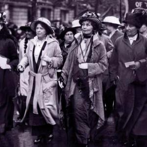 Aký bol názov radikálneho hnutia, ktoré začiatkom 20. storočia začalo bojovať za zrovnoprávnenie žien?