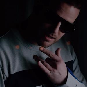 Ktorý moderátor Refresheru sa v tomto roku objavil v slovenskom rapovom videoklipe?