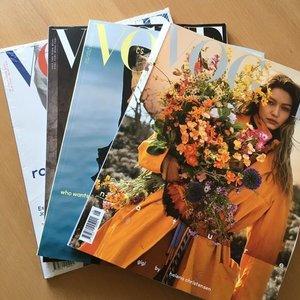 Patria hrubé časopisy do koša na papier?