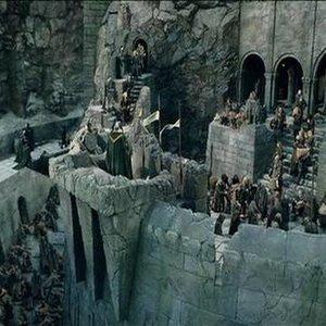 Kto zomrel prvý v bitke o Helm's Deep?
