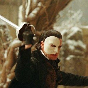 Kto bol Fantómom opery v roku 2004?