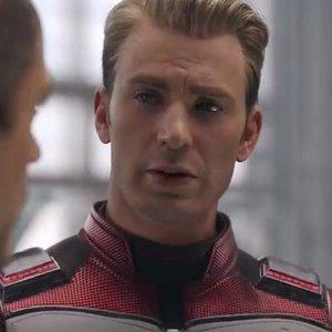 Komu Cap v Avengers: Endgame pošeptal do ucha slova Hail Hydra?