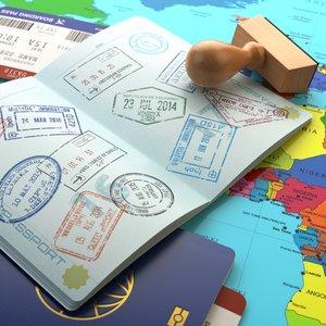 Všetky pasy členských krajín majú jednotnú farbu. Akú?