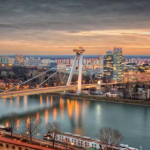 Bratislava susedí s: