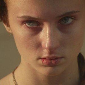 Kto dal Sanse na konci 1. série dvojitú facku?