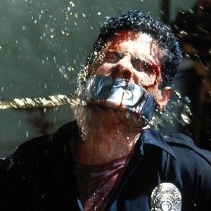 Čo odrezal pán Svetlý v Reservoir Dogs zajatému policajtovi?