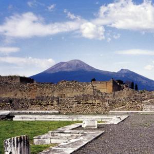 Okolo ktorej talianskej sopky nájdeš najhustejšie obývaný vulkanický región sveta?