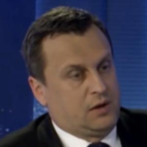 """Na čo Danko reagoval hláškou: """"Na stredu je zvolaný ostrouhlý stôl."""""""