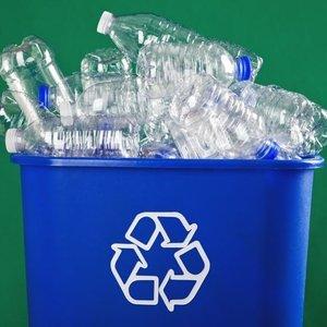 Koľko % plastového odpadu z celkového množstva sa darí na Slovensku vyzbierať?