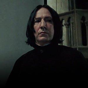 Na ktorej strane si majú študenti otvoriť knihu počas suplovanej hodiny Obrany proti čiernej mágii s profesorom Snapom v treťom ročníku?