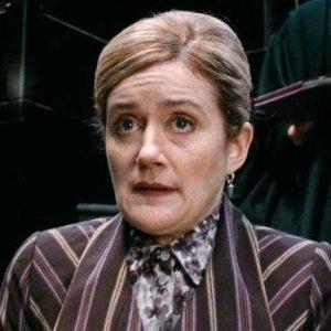 V roku 1997 sa Harry, Ron a Hermiona dostali do Ministerstva mágie pomocou všehodžúsu (v tom čase ho už ovládali smrťožrúti). Hermiona bola premenená na Mafaldu Hopkirkovú. Kde sme sa s týmto menom stretli už predtým?