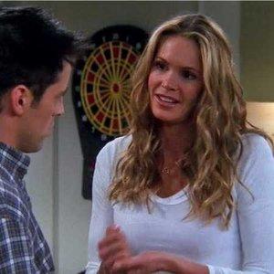 Odkiaľ bola Joeyho spolubývajúca a neskôr chvíľu frajerka tanečníčka Janine LeCroix?