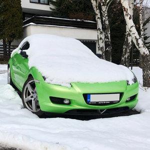 Aký japonský automobil sa skrýva pod snehom?